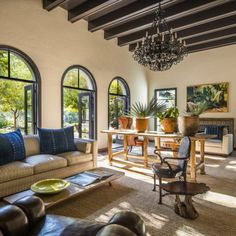 A Spanish Colonial Home Gets A Funky Makeover - Luxe Interiors + Design Spanish Colonial Homes, Spanish Style Homes, Spanish Style Interiors, Spanish Revival, Mexican Home Decor, Funky Home Decor, Mexican Interior Design, Decor Interior Design, Hacienda Homes