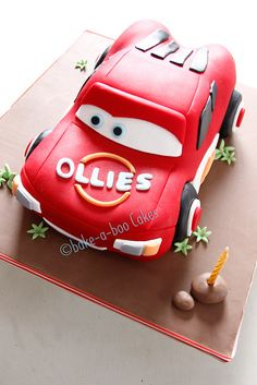bake-a-boo: Another Lighting McQueen Cake from Disney Cars movie Disney Cars Cake, Disney Cars Movie, Disney Cars Party, Movie Cars, Disney Cakes, Lighting Mcqueen Cake, Motor Cake, Bake A Boo, Thomas Birthday