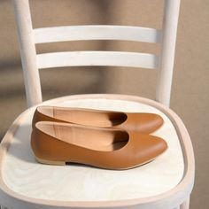 e v_0380 Floor Chair, Flooring, Classic, Furniture, Shoes, Home Decor, Derby, Zapatos, Decoration Home