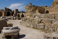 Las ruinas de los baños de Antonine en Túnez: Más información: http://www.mundo-geo.es/viajes-y-expediciones/viajes/los-10-viajes-mas-baratos-en-verano