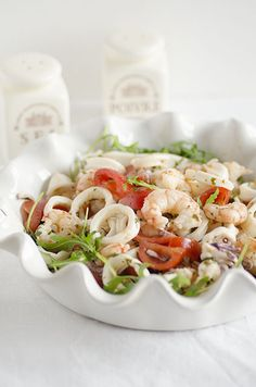 Un' insalata di pesce, veloce, facile e leggera. Lunch Recipes, Easy Dinner Recipes, Healthy Recipes, Calamari, Romanian Food, Party Finger Foods, Antipasto, Fish And Seafood, Family Meals