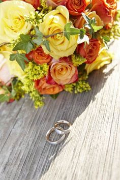 Blumen und Ringe für den schönsten Tag des Lebens