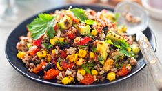 Quinoa Salad with Spicy Lime Vinaigrette - This healthy recipe for quinoa salad is a complete meal with black beans and vegetables. Tossed in a spicy lime vinaigrette makes this salad crave worthy. Side Salad Recipes, Quinoa Salad Recipes, Whole Food Recipes, Healthy Recipes, Delicious Recipes, Salads Without Lettuce, Golo Recipes, Southwest Quinoa Salad, Mexican Quinoa