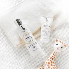 Recordamos el post de @entrchiquitines sobre la cosmética natural de Sophie la girafe Cosmetics A nosotros nos encanta para los peques ¿y a ti? #sophielagirafebaby #ecocert #cosméticanatural