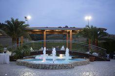 Fontana a zampilli Fountain, Villa, Santa, Outdoor Decor, Home Decor, Decoration Home, Room Decor, Water Fountains, Home Interior Design