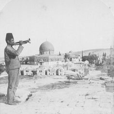 Jerusalem, Dome of the Rock - قبة الصخرة : An old picture possibly at the beginning of the century Historical Pictures, Historical Sites, Old Pictures, Old Photos, Monuments, Palestine History, History Of Pakistan, Naher Osten, Dome Of The Rock