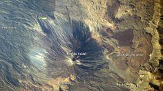 Las fotos de Canarias de la NASA que ganaron el Tournament Earth   Este plano picado de Tenerife corresponde a una de las tres fotografías que la NASA ha seleccionado como homenaje a las islas Canarias. El impresionante pico del Teide es el corazón de la imagen (tomada en 2009 por un astronauta)