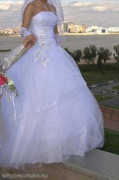 Красивое свадебное платье со стразами