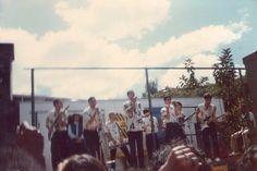 """Show dos Titãs no campo Flôr de Vila Formosa, cantando """"Sonífera Ilha"""" (1985) Colaboração: Mauro S. Santos"""