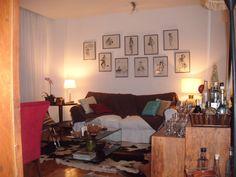 Minha ex-sala com gravuras de Dorival Caymi.