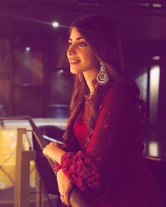 Pakistani Celebs In Red Cute Girl Poses, Girl Photo Poses, Girl Photography Poses, Creative Photography, Photo Shoot, Wedding Photography, Pakistani Girl, Pakistani Actress, Beautiful Suit