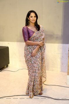 Saree Blouse Neck Designs, Half Saree Designs, Blouse Patterns, Set Saree, Saree Jackets, Blouse Models, Saree Models, Stylish Blouse Design, Saree Look
