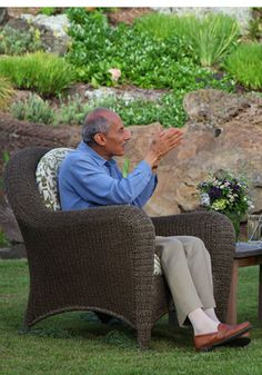 """Watch as Buddhist teacher Jack Kornfield explains what happens when people take the time to quiet their thoughts and truly experience their feelings.  Double click: Make your heart a """"zone of peace"""""""