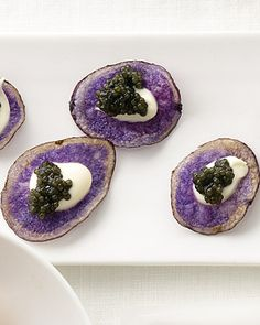 Purple potato chips with creme fraiche and caviar. Don't know about the creme fraiche and caviar, but who'd've thunk to use a potato chip as the base of a nibble? Creme Fraiche, Raw Food Recipes, Appetizer Recipes, Caviar Recipes, Purple Potatoes, Purple Food, Snacks Für Party, Lunch Snacks, Potato Chips