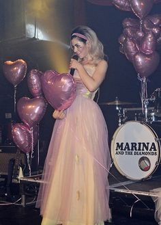 Marina and the Diamonds x Primadonna girl Melanie Martinez, Marina And The Diamonds, Fitness Transformation, Lorde, Pretty People, Beautiful People, Gorgeous Women, Fitness Inspiration, Electra Heart
