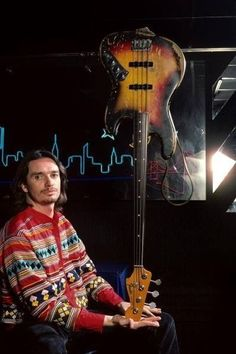 The greatest bassist ever mr. Jaco pastorius the best ever! Learn Guitar Online, Learn Bass Guitar, Jaco Pastorius, Jazz Artists, Jazz Musicians, Musica Mantra, Vintage Guitars, Vintage Bass, Unique Guitars