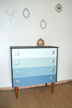 commode en bois massif, 4 tiroirs dégradés bleus et vert aqua, cupboard, chest of drawers, livraison sur Paris de la boutique atelierdelachoisille sur Etsy