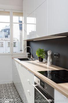 28 Trendy Kitchen Floor Tile Patterns Back Splashes Kitchen Flooring, Kitchen Backsplash, Kitchen Countertops, Backsplash Ideas, Tile Ideas, Black Countertops, Black Backsplash, Tile Flooring, Black Splashback