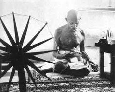 Margaret Bourke-White (Hidistan özgürlüğüne kavuştuktan sonra çekilen Mahatma Gandi fotoğrafıdır.)