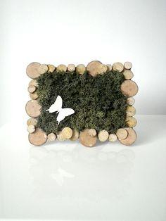 Dans les bois Moss Wall Art, Moss Art, Moss Graffiti, False Wall, Moss Decor, Dry Plants, Love Garden, How To Preserve Flowers, Woodworking Jigs