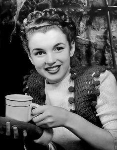 Norma Jean, 1940s  - www.more4design.pl – www.mymarilynmonroe.blog.pl – www.iwantmore.pl