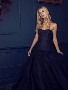Wedding dress nightblue / black Beautiful princess wedding dress in nightblue / black with trainHigh-necked or strapless? If you want to appear at your wedding in a princess wedding . Size 12 Wedding Dress, Colored Wedding Dress, Black Wedding Dresses, Gorgeous Wedding Dress, Princess Wedding Dresses, Bridal Dresses, Wedding Gowns, Wedding Black, Traditional Wedding Dresses
