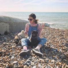 Marzia Bisognin | beach | pink jumper | blue overalls | shades | converses | pink socks | maya | edgar
