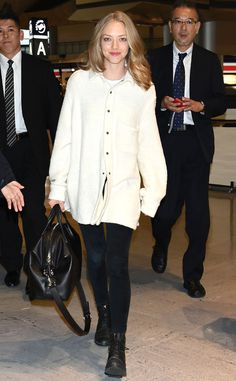 Amanda Seyfried from The Big Picture: Today's Hot Pics The actress nails her airport style before boarding a plane in Japan. Logan Lerman, Airport Style, Airport Chic, Celebs, Celebrities, Girl Inspiration, Keira Knightley, Hottest Photos, Mannequin