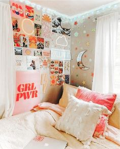 ✔ 50 cute dorm rooms we're obsessing over right now 9 – Home Design Inspirations Cute Bedroom Ideas, Room Ideas Bedroom, Teen Room Decor, Bedroom Decor, Bedroom Inspo, Master Bedroom, Cozy Bedroom, Girls Bedroom Colors, Hippy Bedroom