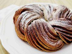 Estonský KRINGEL: pletenec se skořicovou náplní - Ochutnejte svět Pancakes, Breakfast, Food, Fine Dining, Morning Coffee, Essen, Pancake, Meals, Yemek