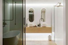 Awardwinning badkamer ontwerp  http://www.minosadesign.com/2013/08/clean-simple-lines-slick-bathroom.html