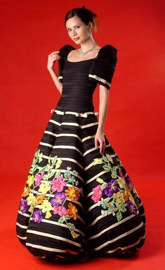 gown for a Filipiniana theme. Modern Filipiniana Gown, Filipiniana Wedding, Black Prom Dresses, Pretty Dresses, Beautiful Gowns, Beautiful Outfits, Filipino, Philippines Dress, Mom Dress