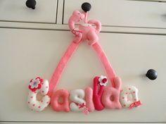 Colgante con nombre de bebe hecho en fieltro, para decoración de habitaciones infantiles