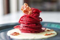 Spaghetti alla barbabietola su crema di Parmigiano Reggiano   Cucina con Stile