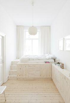 Helles Holz - http://www.leuchtend-grau.de/2013/05/luftiges-apartment.html