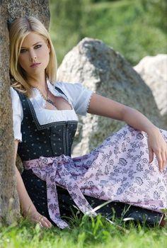 Midi Dirndl Nina hot yummy babe with stunning curves mmm Beer Maid, Moda Fashion, Womens Fashion, Dirndl Dress, Beer Girl, German Women, European Girls, Lederhosen, Feminine Dress