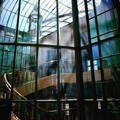 #serreroyalesdelaeken #belgium #reflet #architecture #lustre #fenêtre #effect #photo #soleil #couleurs #nikonphotography #nikon3100 #photooftheday #sun #art #photopassion #artnouveau #alphonsebalat #serrebotanique #bruxelles #visite #aka