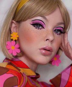 Retro Makeup, Pink Makeup, Cute Makeup, Makeup Art, Hair Makeup, 70s Makeup Look, Disco Makeup, 1960s Makeup, Vintage Makeup Looks
