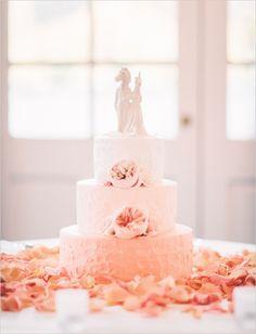 peach ombre wedding cake @weddingchicks
