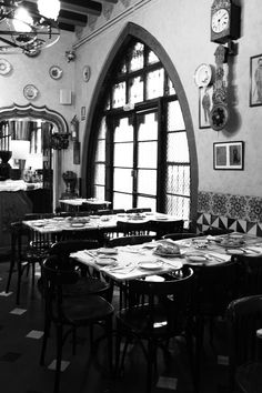 Els 4 Gats - Barcelona Barcelona Restaurants, Cafe Bar, Spain Travel, Vacation Destinations, Architecture Details, Black And White Photography, Places Ive Been, City, Vintage