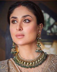 Gold Jewelry In Pakistan Kareena Kapoor, Priyanka Chopra, Deepika Padukone, Indian Jewelry Sets, Indian Wedding Jewelry, Indian Bridal, Indian Bollywood Actress, Bollywood Fashion, Bollywood Makeup