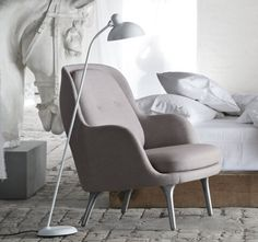 Open, soft and simplicity itself. Jaime Hayon created the easy chair Fri™ to represent exactly this.