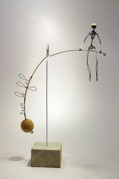 Mobile poétique et graphique d'un homme en équilibre