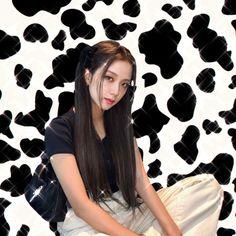 gambar ditemukan oleh ପ 𝖛𝖎𝖓 ଓ・:*₊‧♱༉‧₊˚ . ˚⛧. Temukan (dan simpan!) gambar dan videomu di We Heart It Cow Icon, Icons Girls, Photographie Indie, Blackpink Poster, Jennie Lisa, Cybergoth, Blackpink Photos, Blackpink Fashion, Indie Kids