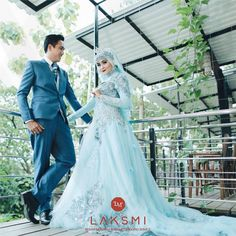 Ideas For Wedding Photography Poses Bridesmaids Couple Wedding Photography Poses, Wedding Poses, Wedding Suits, Trendy Wedding, Muslimah Wedding Dress, Hijab Wedding Dresses, Hijab Bride, Grey Bridal Parties, Malay Wedding