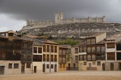 Fotos: Spain's most spectacular castles Water For Health, Middle Ages, Christianity, Medieval, Spain, Places To Visit, Louvre, Mansions, House Styles