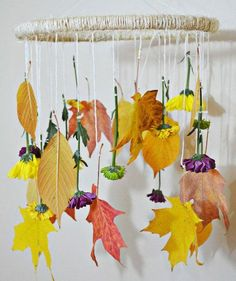 DIY Decorative Fall Leaves And Flowers Mobile - Diy Projects Easy Thanksgiving Crafts, Thanksgiving Decorations, Fall Crafts, Diy And Crafts, Fall Decorations, Mobiles, Diy Décoration, Easy Diy, Autumn Leaves Craft