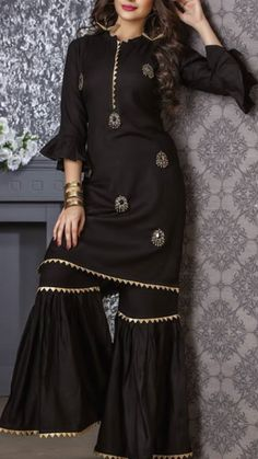 Beautiful Kurti with sharara and embellishments of embroidery. Beautiful Kurti with sharara and embellishments of embroidery. Pakistani Fashion Casual, Pakistani Dresses Casual, Pakistani Dress Design, Casual Dresses, Pakistani Party Wear, Pakistani Clothing, Sharara Designs, Kurti Designs Party Wear, Designer Party Wear Dresses