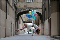 Lévitographies : pictures of people hovering in the air (levitation).