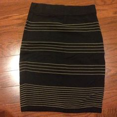 Black and brown pencil skirt Sweater fabric. Tight through the hips and thigh. Forever 21 Skirts Pencil